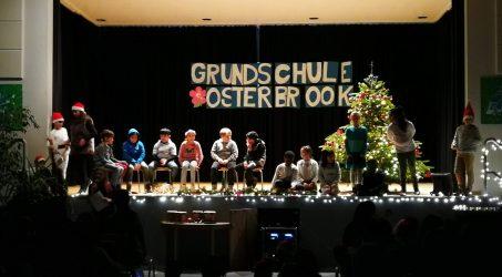 Weihnachtsfeier mit der gesamten Schule
